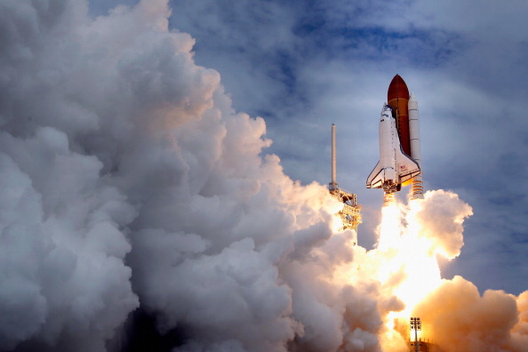 Space Shuttle「NASA's Final Space Shuttle Flight Lifts Off From Cape Canaveral」:写真・画像(1)[壁紙.com]