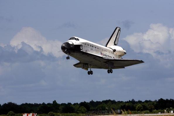 Space Shuttle Endeavor「Space Shuttle Endeavour Returns To Earth」:写真・画像(19)[壁紙.com]