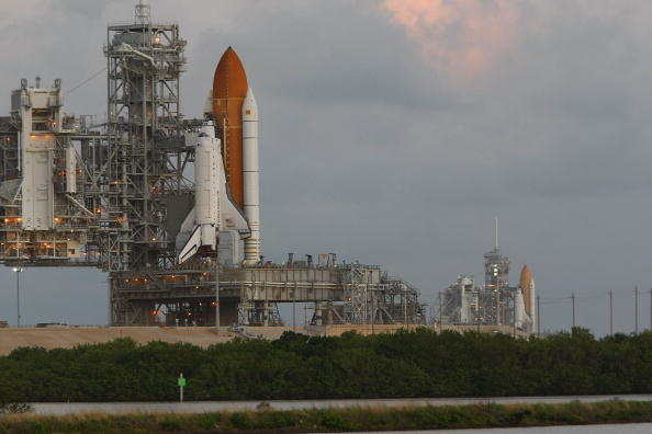 Space Shuttle Endeavor「Space Shuttle Endeavour Rolls Out To Launch Pad Ahead Of Nov. Mission」:写真・画像(13)[壁紙.com]