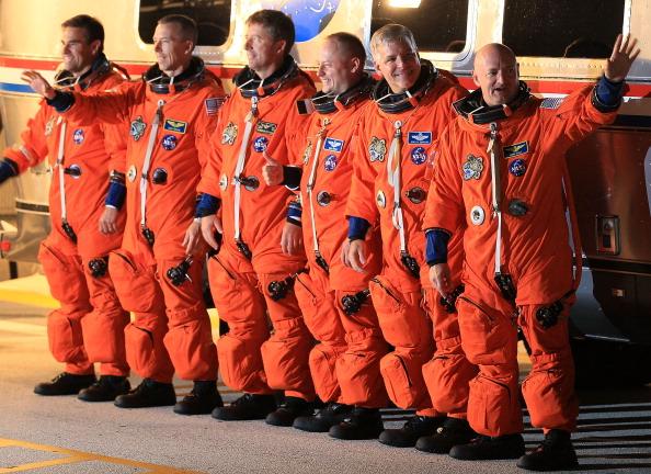 Space Shuttle Endeavor「Space Shuttle Endeavour Launches Under Command Of Astronaut Mark Kelly」:写真・画像(13)[壁紙.com]