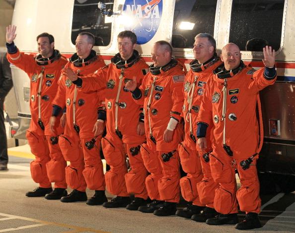 Space Shuttle Endeavor「Space Shuttle Endeavour Launches Under Command Of Astronaut Mark Kelly」:写真・画像(9)[壁紙.com]