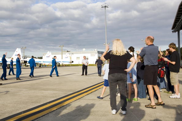 Space Shuttle Endeavor「NASA Makes Final Preparations For Space Shuttle Endeavour Launch」:写真・画像(4)[壁紙.com]