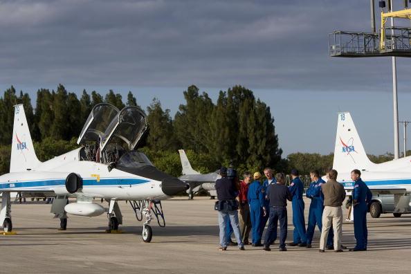 Space Shuttle Endeavor「NASA Makes Final Preparations For Space Shuttle Endeavour Launch」:写真・画像(14)[壁紙.com]