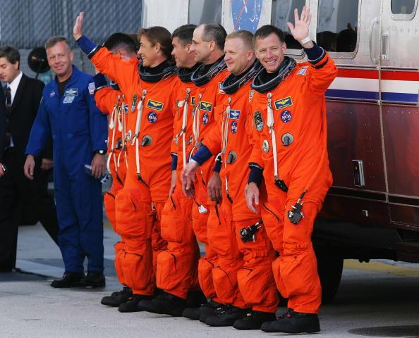 Space Shuttle Endeavor「Space Shuttle Endeavour Lifts Off For Space Station Mission」:写真・画像(18)[壁紙.com]