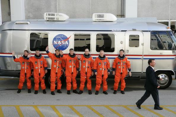 Space Shuttle Endeavor「Space Shuttle Endeavour Lifts Off For Space Station Mission」:写真・画像(11)[壁紙.com]