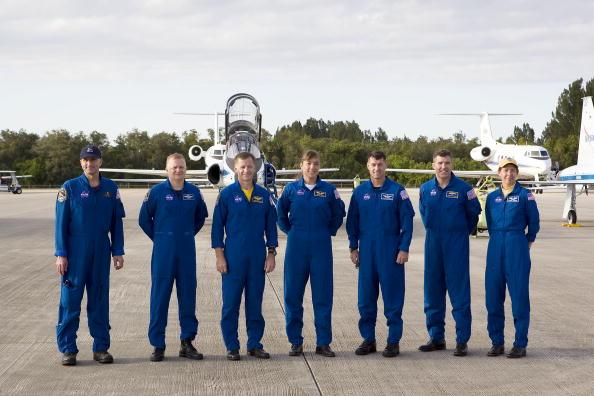 Space Shuttle Endeavor「NASA Makes Final Preparations For Space Shuttle Endeavour Launch」:写真・画像(10)[壁紙.com]