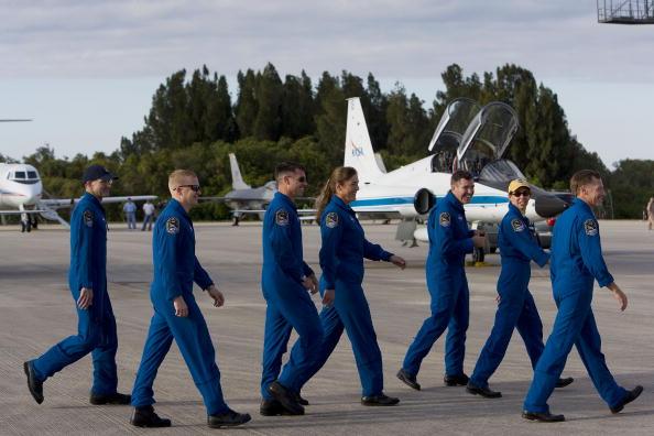 Space Shuttle Endeavor「NASA Makes Final Preparations For Space Shuttle Endeavour Launch」:写真・画像(16)[壁紙.com]