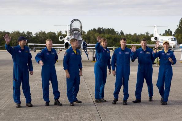 Space Shuttle Endeavor「NASA Makes Final Preparations For Space Shuttle Endeavour Launch」:写真・画像(8)[壁紙.com]