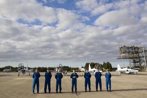 Space Shuttle Endeavor「NASA Makes Final Preparations For Space Shuttle Endeavour Launch」:写真・画像(3)[壁紙.com]