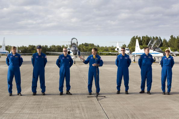 Space Shuttle Endeavor「NASA Makes Final Preparations For Space Shuttle Endeavour Launch」:写真・画像(7)[壁紙.com]