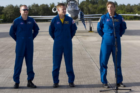 Space Shuttle Endeavor「NASA Makes Final Preparations For Space Shuttle Endeavour Launch」:写真・画像(12)[壁紙.com]