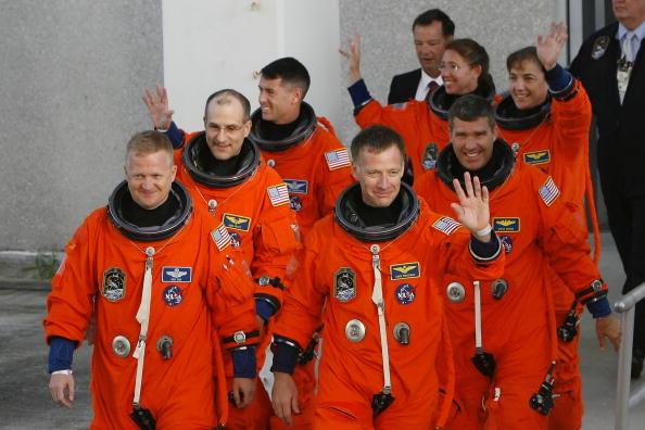Space Shuttle Endeavor「Space Shuttle Endeavour Lifts Off For Space Station Mission」:写真・画像(3)[壁紙.com]