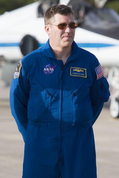 Space Shuttle Endeavor「NASA Makes Final Preparations For Space Shuttle Endeavour Launch」:写真・画像(13)[壁紙.com]
