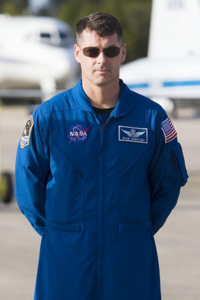 Space Shuttle Endeavor「NASA Makes Final Preparations For Space Shuttle Endeavour Launch」:写真・画像(6)[壁紙.com]