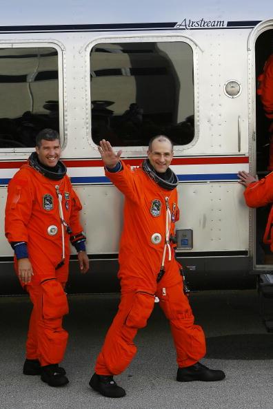 Space Shuttle Endeavor「Space Shuttle Endeavour Lifts Off For Space Station Mission」:写真・画像(0)[壁紙.com]