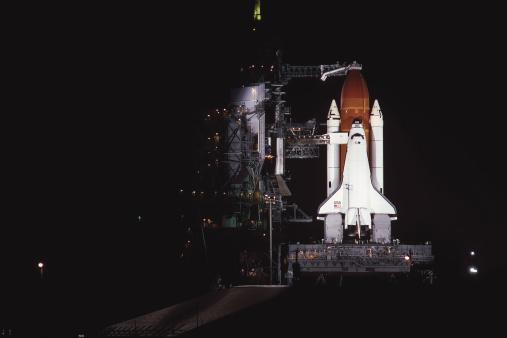 Space shuttle「Space shuttle on launchpad」:スマホ壁紙(6)