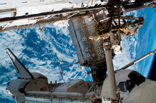 Space Shuttle Endeavor「Space Shuttle Endeavour docked to the International Space Station.」:スマホ壁紙(8)