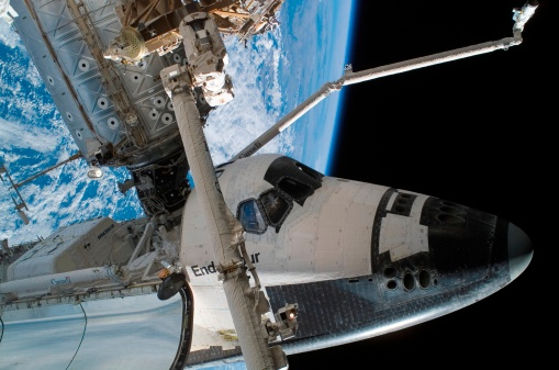 Space Shuttle Endeavor「Space Shuttle Endeavour docked to the International Space Station.」:スマホ壁紙(7)