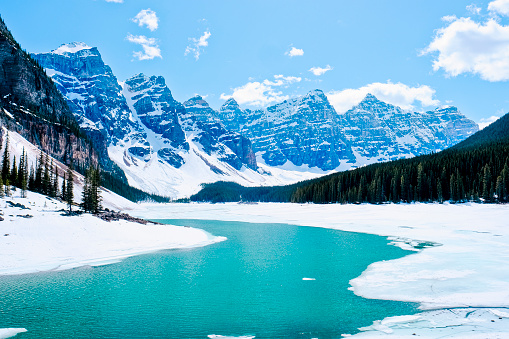 Moraine Lake「Moraine Lake in winter, Banff National Park, Canada」:スマホ壁紙(12)