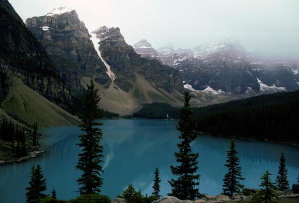 Moraine Lake「Moraine Lake, Banff National Park, Canada」:写真・画像(1)[壁紙.com]