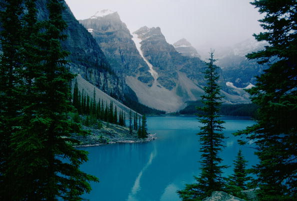 Turquoise Colored「Moraine Lake, Banff National Park, Canada」:写真・画像(16)[壁紙.com]