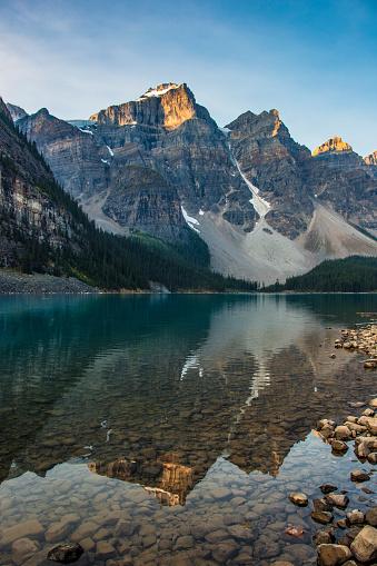 Canadian Rockies「Moraine Lake Sunrise」:スマホ壁紙(9)