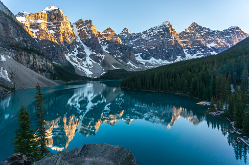 Moraine Lake「Moraine lake during sunset, Banff National Park, Canadian Rockies」:スマホ壁紙(11)
