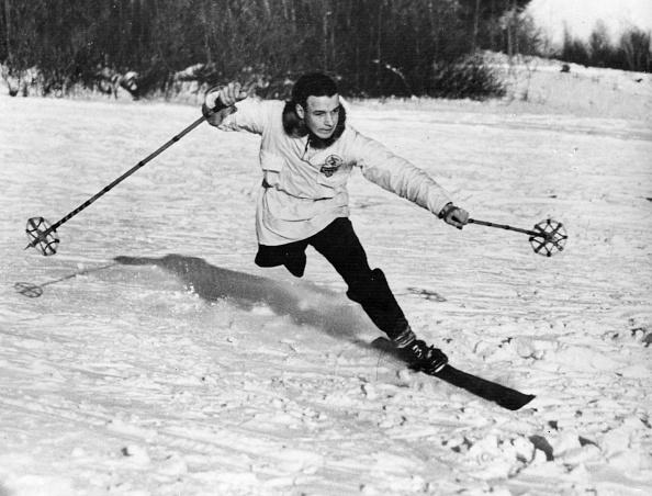 Ski-Wear「One-Legged Skier」:写真・画像(8)[壁紙.com]