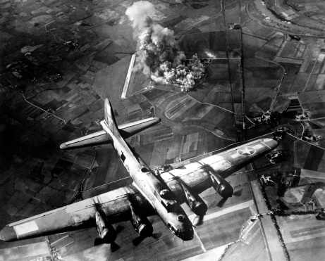 Explosive「The first big raid by the 8th Air Force on a Focke Wulf plant at Marienburg.」:スマホ壁紙(15)