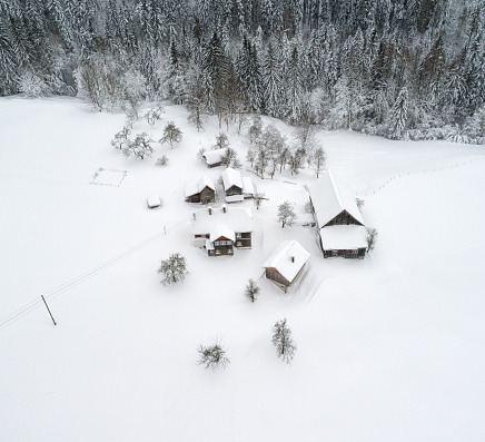 Salzkammergut「Austrian Mountain Village completely covered with Snow」:スマホ壁紙(2)