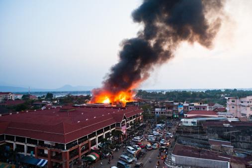 Destruction「A building on fire.」:スマホ壁紙(11)
