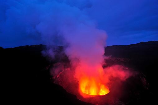 Geologist「Mount Nyiragongo, Volcano in DR Congo」:スマホ壁紙(10)