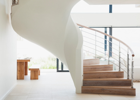 Wealth「Curving staircase in modern home」:スマホ壁紙(14)