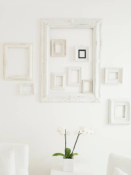 フレーム、優雅な白い壁に:スマホ壁紙(壁紙.com)