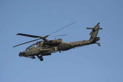 Baghdad「An AH-64 Apache in flight over the Baghdad Hotel in central Baghdad, Iraq.」:スマホ壁紙(12)