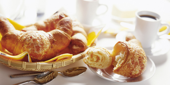French Culture「Basket of breakfast croissants with black coffee」:スマホ壁紙(18)