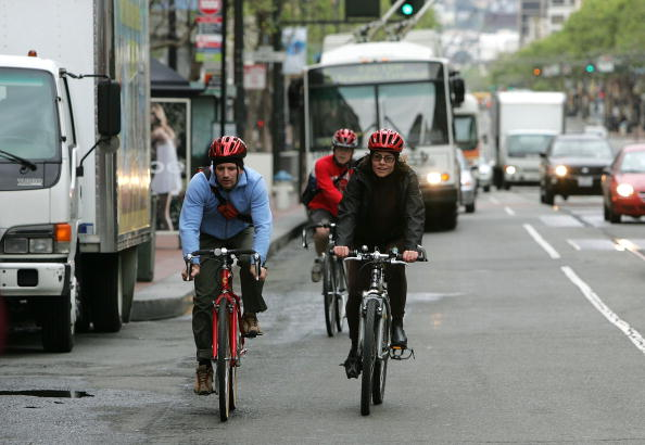 Traffic「Cyclists Commute Into San Francisco Amid Record High Gas Prices」:写真・画像(3)[壁紙.com]