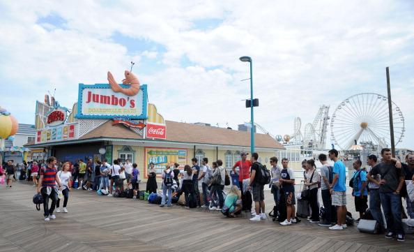 Pier「Coastal Communities Along Eastern Seaboard Evacuate Ahead Of Hurricane Irene」:写真・画像(8)[壁紙.com]