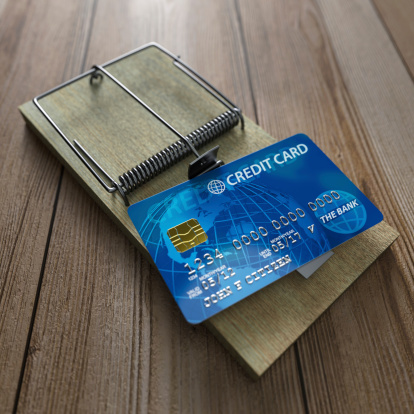 Credit Card「A mouse trap with a credit card on a wooden floor」:スマホ壁紙(5)