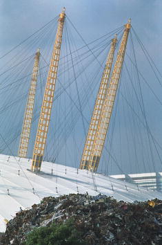 Sphere「Millennium Dome at the Docklands in London」:写真・画像(14)[壁紙.com]