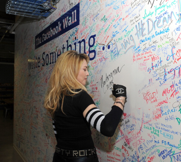 Writing「Madonna Facebook Interview With Jimmy Fallon」:写真・画像(3)[壁紙.com]