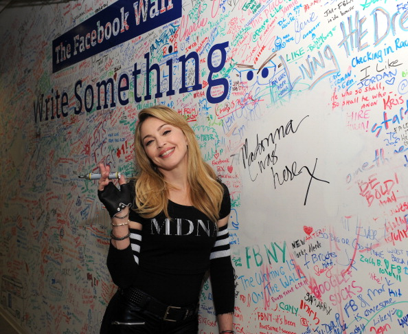 Event「Madonna Facebook Interview With Jimmy Fallon」:写真・画像(1)[壁紙.com]
