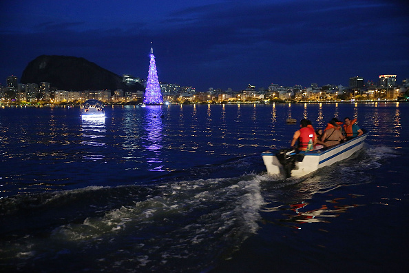 Christmas Decoration「Rio Celebrates Holiday Season With Floating Christmas Tree」:写真・画像(14)[壁紙.com]
