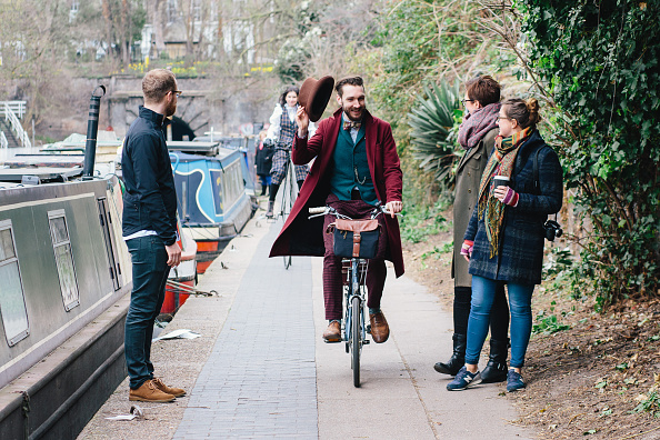 Respect「The Canal & River Trust Has Introduced Polite Zones Along Busy Towpaths Bringing Back Good Old Fashioned Manners」:写真・画像(15)[壁紙.com]