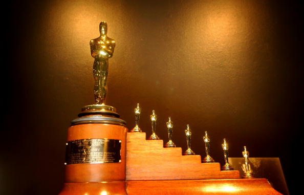 Oscar Statuette「Oscars Exhibited in Beverly Hills」:写真・画像(12)[壁紙.com]