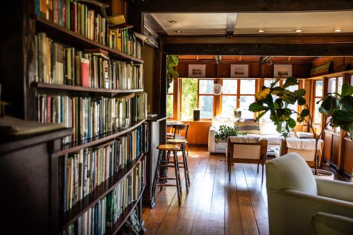 City Of Los Angeles「Modern wood living room apartment」:スマホ壁紙(19)