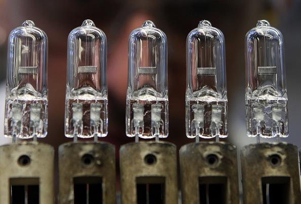 Lighting Equipment「Lightbulb Production At Philips」:写真・画像(13)[壁紙.com]