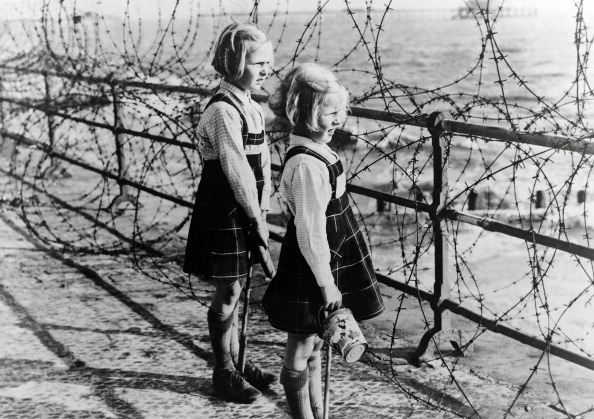 Barbed Wire「WW II England」:写真・画像(11)[壁紙.com]