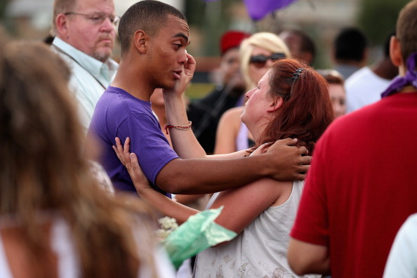 Victim「Colorado Community Mourns In Aftermath Of Deadly Movie Theater Shooting」:写真・画像(10)[壁紙.com]