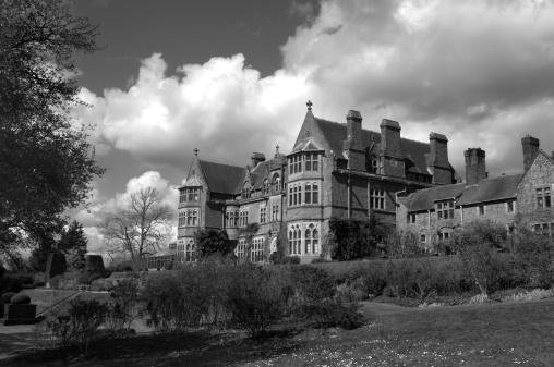 Formal Garden「Gothic Mansion」:スマホ壁紙(14)